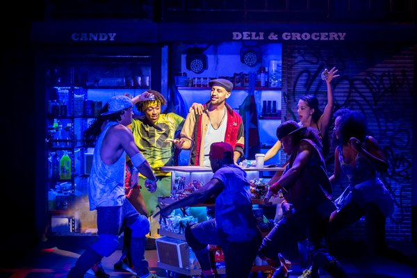 rsz_sam_mackay_as_usnavi_and_the_cast_of_in_the_heights_photo_credit_johan_persson